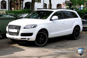 Folierung Auto Audi Q7 schwarz weiß