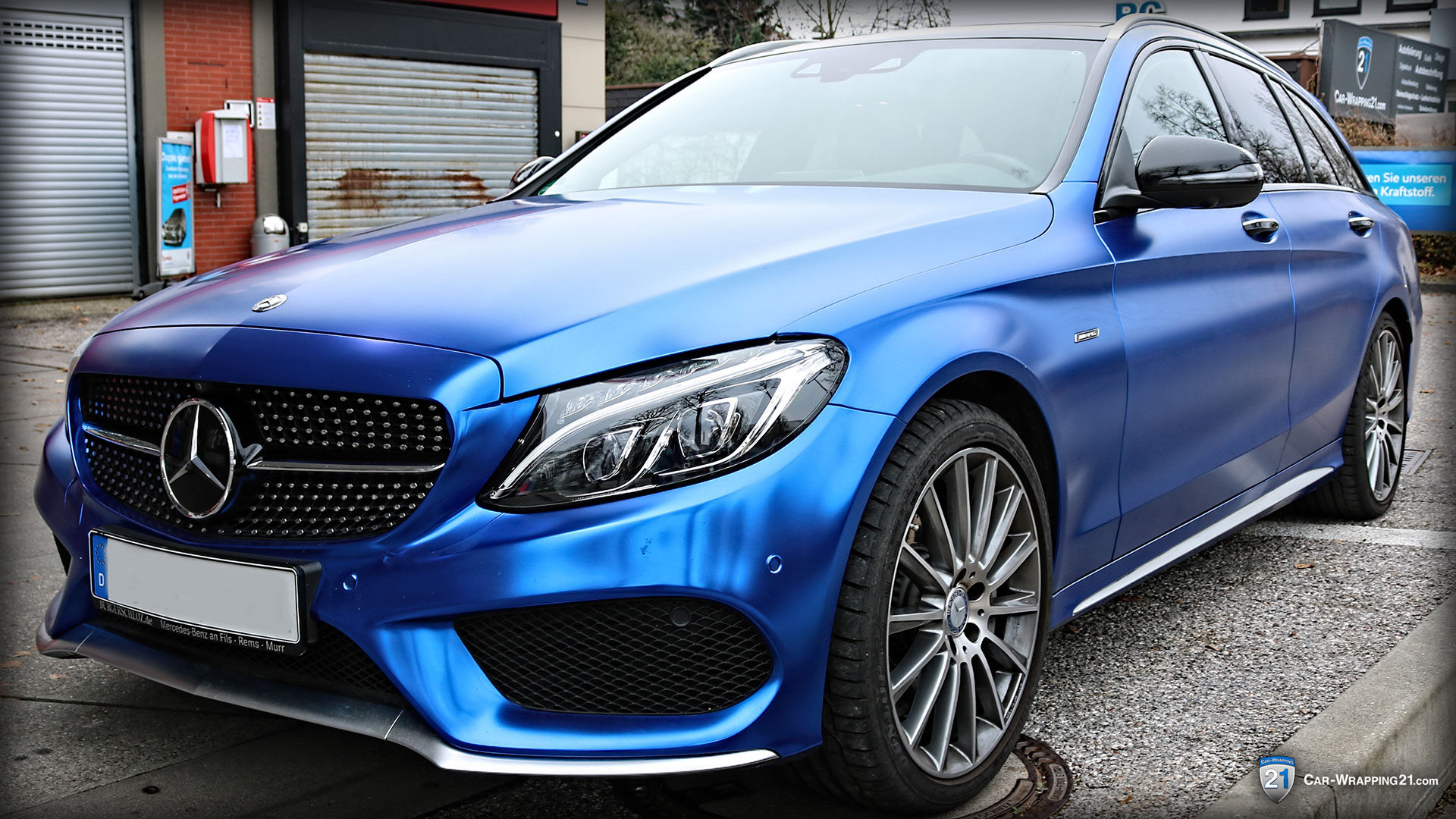 Mercedes-E-Klasse-Autofolierung-in-Blau-Chrome-Matt